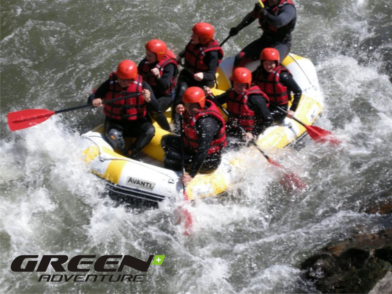 Rafting pe Jiu cu echipa Green Adventure