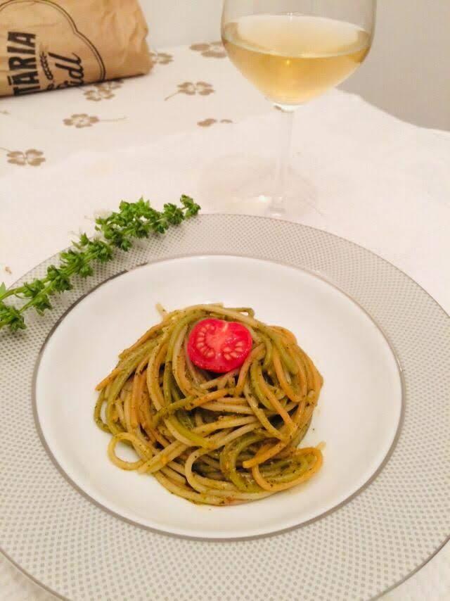 Spaghette cu sos pesto si roșii cherry