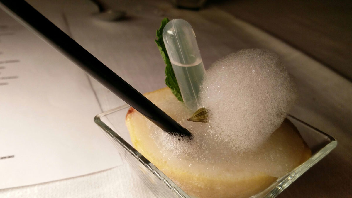 Restaurant o stea Michelin El Batan - Tramacastilla - Sorbetto aerat de lamăie cu o pipetă de gin