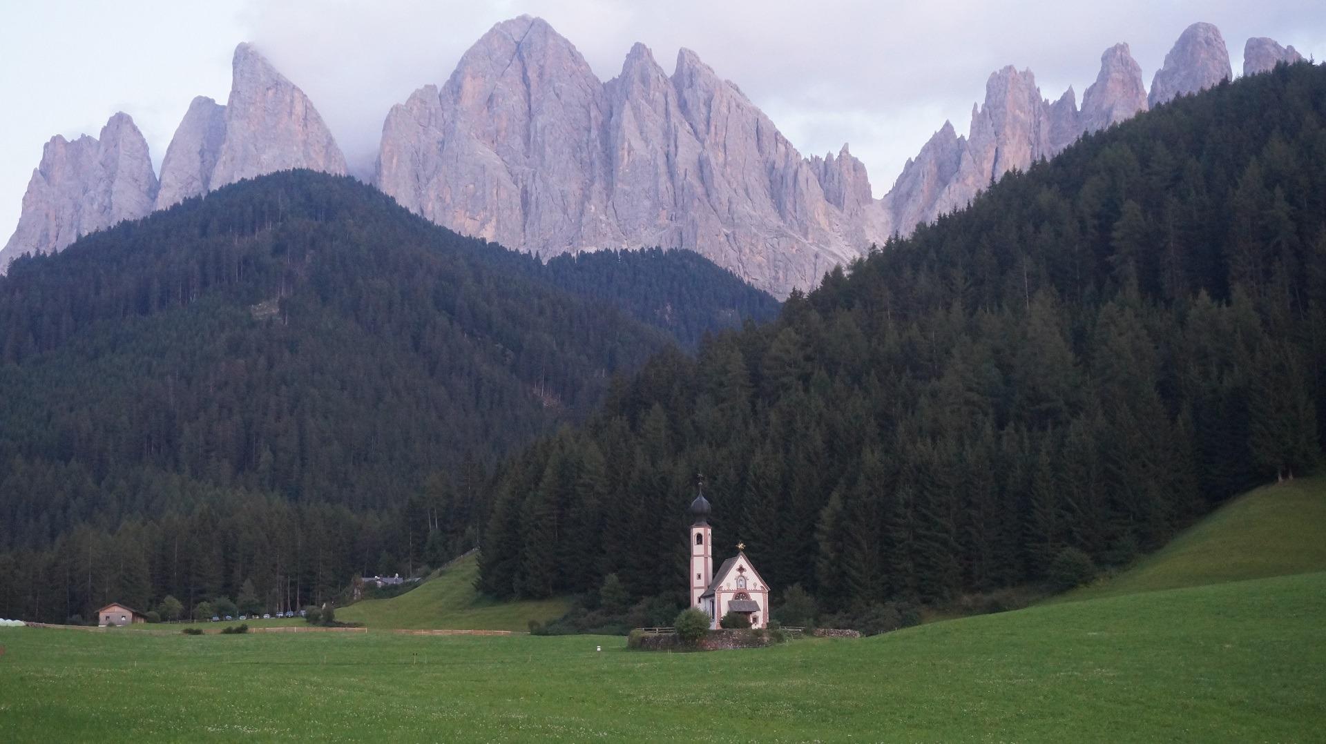 Val di Funes, Dolomiti, Italia - Lacul Garda