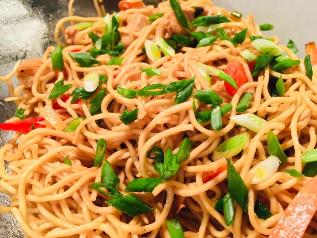 Noodles cu legume si pui